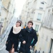 Happy couple in Paris on a spring or winter day — Stock Photo