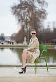 Beautiful girl in the Tuileries garden — Stock Photo