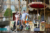 Dating couple in Paris, on a merry-go-round — Stock Photo