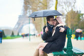 Couple dating in Paris on a rainy day — Stock Photo