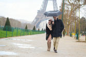 Romantic couple under the rain in Paris — Stock Photo