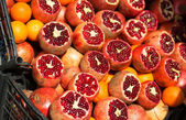 Many fresh pomegranates on market — Stock Photo