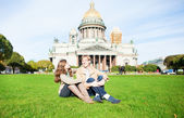 Couple on the grass near St. Isaac's cathedral — Stock Photo