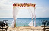 Arco hermosa boda en la playa — Foto de Stock