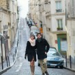 Dating couple walking in Paris — Stockfoto