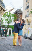 Couple kissing in Paris on Montmartre — Stock Photo