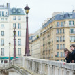 Couple on a Parisian bridge — Stock Photo