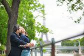 Happy couple in Paris — Stock Photo