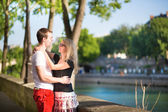Dating couple in Paris on a summer day — Stock Photo