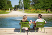 Couple relaxing in the Tuileries garden of Paris — Stock Photo