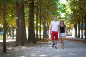 Couple in the Tuileries garden — Stock Photo