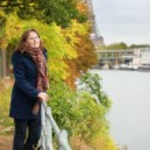 Женщина в Париже — Стоковое фото