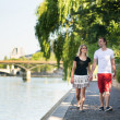 Dating couple in Paris — Stockfoto #33715223