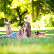 Beautiful girl having a picnic — Stock Photo
