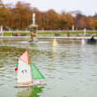Toy boats in the Luxembourg Garden of Paris — Stockfoto