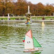 Toy boats in the Luxembourg Garden of Paris — Foto de Stock