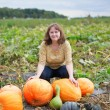 Young woman on the pumpkin patch — Stok fotoğraf