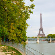 Parisian cityscape with the Eiffel tower — Stock Photo