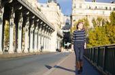 Young woman walking in Paris — Stock Photo