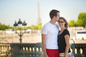 Coppia in amore a parigi — Foto Stock