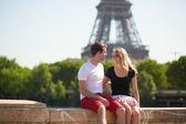 幸福的夫妻在巴黎 — 图库照片
