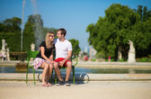 Dating couple in the Tuileries garden of Paris — Stock Photo