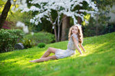 Beautiful young woman relaxing in park — Foto de Stock