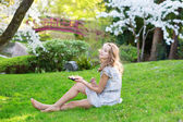 Young woman eating sushi in Japanese park — Stock Photo