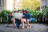Tourists looking for direction in Paris — Stock Photo
