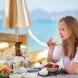 Beautiful young woman in a beach restaurant — Stock Photo