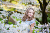 Woman in blooming cherry — Stockfoto