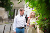 Just married couple on Montmarte — Stock Photo