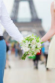 Bride and groom near  Eiffel tower — Stock Photo