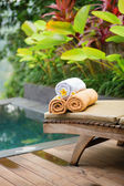 Towels with frangipani flowers in a Balinese spa — Stok fotoğraf