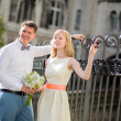 Just married couple walking on Montmarte in Paris — Stock Photo #49909683