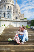 Just married couple on Montmarte in Paris — Stock Photo