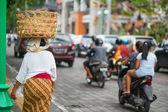 Balinese woman on a street of Ubud — Stock Photo