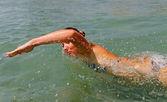 Mulher de natação. — Fotografia Stock