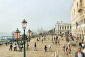 Venezia in een toeristische seizoen. — Stockfoto