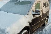 автомобиль в зимний период. — Стоковое фото