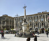 Piazza del Duomo in Catania with Elephant Statue. — Stock Photo