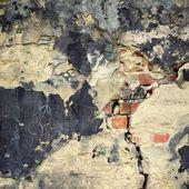 Antigua muralla de grunge en blanco con el crack. — Foto de Stock