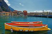 Precioso casco antiguo de omis con barcos brillantes — Foto de Stock