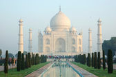 Early morning at Taj Mahal in Agra (unesco heritage site), India — Stock Photo