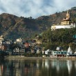 Sacred Rewalsar lake with big golden statue of Padmasambhava — Stock Photo