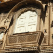 Beautiful ornate balcony of old traditional rajastani house — Stock Photo