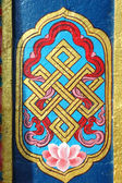 Architecture detail of buddhist monastery - endless knot — Stock Photo