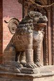 在帕坦杜巴广场加德满都,尼泊尔,教科文组织在狮子雕像 — 图库照片
