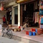 Local people selling goods at their souvenir shops in Thamel, Kathmandu, Nepal.Thamel is a popular tourist destination in Kathmandu — Stock Photo