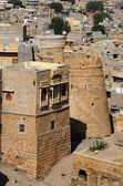 Tower of famous Jaisalmer fortress surrounded by Thar desert in — Stock Photo